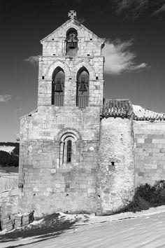 Iglesia románica de Nogales. Montaña Palentina. Palencia. Castilla y León. España © Javier Prieto Gallego