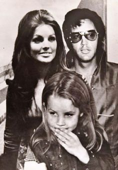 8x10 black and white wire service photo showing Elvis, Priscilla, and Lisa.