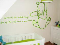 Muurtekst gedichtje in babykamer met Winnie the Pooh. De tekst en muurschildering kan in elk gewenste kleur, formaat en lettertype. Leuk om te combineren met andere babykamer spulletjes van Winnie the Pooh.