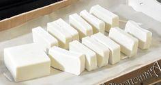 Πάμε να δούμε πως φτιάχνετε το χειροποίητο αγνό σαπούνι, με τη μέθοδο της κρύας σαπωνοποίησης. Η διαδικασία είναι απλή, αρκεί να προσέξ...