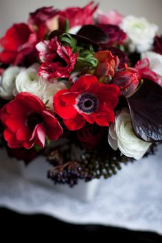 Red and white flower arrangement inspired by The White Stripes. | via @Design*Sponge