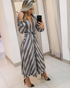 Best 11 Long dress and shoes – SkillOfKing. Lookbook, Dress Suits, Look Chic, Classy Dress, Women's Fashion Dresses, Fashion Boutique, Casual Chic, Beautiful Dresses, Clothes For Women
