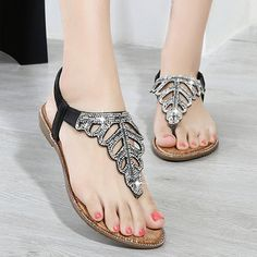 Best Plus Size Jeans, Material Girls, Flower Fashion, Fashion Flats, Autumn Summer, Types Of Shoes, Types Of Fashion Styles, Flat Sandals, Spring Fashion