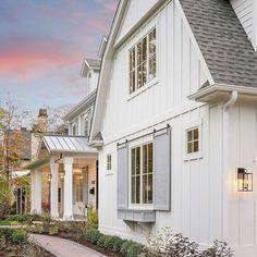Farmhouse exterior paint vertical siding 55 Ideas for 2019 Exterior Remodel, Exterior Siding, Exterior House Colors, Exterior Paint, Exterior Design, Gray Exterior, Modern Farmhouse Exterior, Rustic Farmhouse, Farmhouse Style