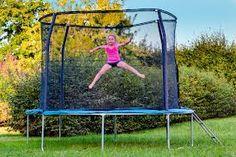Het wordt weer tijd de trampolines te controleren.Zijn de randen nog ok?alle veren nog goed?Zeil niet kapot?kijk ook voor losse artikelen eens op www.speelgoedaangeboden.nl en dan bij trampolines