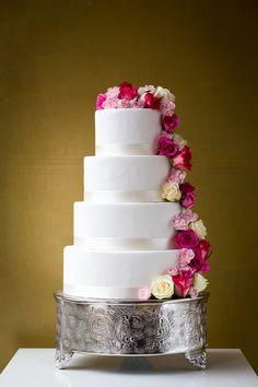 Klassische Hochzeitstorte mit frischen Rosen - Classic wedding cake with freh roses by Jessica Mauer Patisserie