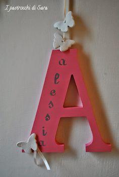 Lettere di legno per nascita o fuoriporta, fatte a mano con stoffa e farfalle Wooden letters for birth or handmade with outdoor fabric and butterflies