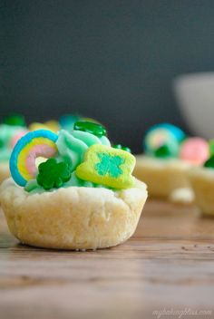 Perfect for St. Patrick's Day, these Lucky Charms Cookie Cups are extra festive with the subtle flavor of Lucky Charms cereal in the buttercream. Sugar Cookie Cups, Sugar Cookies Recipe, Cookie Recipes, Drop Cookies, Fun Cookies, Mini Lemon Tarts, Lucky Charms Cereal, Kinds Of Cookies, Flavored Milk