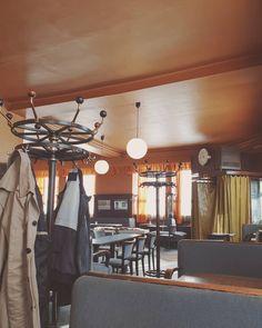 1000things.at präsentiert einen zweiten Teil der Übersicht über 10 Orte, an denen man in Wien noch nie gewesen ist. Viel Spaß! Ceiling Lights, Cool Stuff, Vintage, Instagram, Home Decor, House, Places, Destinations, Viajes