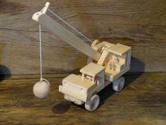 Fun Ball Construction fait main bois jouet grue par OutOnALimbADK