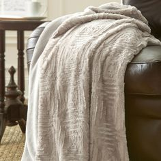 Luxury Faux Fur Throw in White Sand