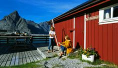 Rorbu, Lofoten - Nordland, Norway - Photo: Terje Rakke/Nordic Life AS/IN/Nordland Reiseliv Lofoten, Weird And Wonderful, Wonderful Places, Midnight Sun, Go Hiking, Cabin Homes, Where To Go, West Coast, Travel Guide