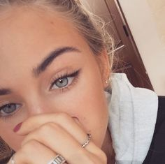 Nice Winged Eyeliner Looks Ideas The winged eyeliner is one of the most classic look. Create a perfect winged eyeliner for some people are pretty difficult. And people are coming out with a… Makeup Inspo, Makeup Inspiration, Beauty Makeup, Makeup Ideas, Makeup Tutorials, Beauty Skin, Makeup Geek, Hair Makeup, Face Beauty