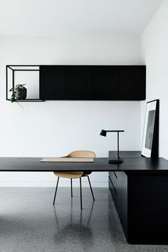 Dramatic home featuring black on black materials - STYLE CURATOR - Black on bla. - Dramatic home featuring black on black materials – STYLE CURATOR – Black on black: A sleek and dramatic home tour. Modern and minimalist home office – - Modern Office Design, Office Interior Design, Home Office Decor, Office Interiors, Home Decor, Gray Interior, Office Ideas, Office Setup, Interior Design Simple