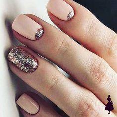 15 glitter manicure ideas for winter holidays styleoholic nageldesign Blush Wedding Nails Rose Gold Blush Nails, Glitter Manicure, Manicure E Pedicure, Glitter Nail Art, Manicure Ideas, Gold Glitter, Glitter Paint, Glitter Uggs, Glitter Accent Nails
