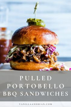 A vegetarian BBQ sandwich? Pulled Portobello BBQ Sandwiches come together in about 30 minutes and are freezer friendly! Going Vegetarian, Vegetarian Breakfast, Vegetarian Dinners, Vegan Dinner Recipes, Veg Recipes, Vegetarian Recipes, Vegetarian Barbecue, Barbecue Recipes, Wrap Recipes