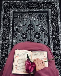 Learn Quran Academy is a platform where to Read Online Tafseer with Tajweed in USA. Best Online tutor are available for your kids to teach Quran on skype. Quran Wallpaper, Islamic Quotes Wallpaper, Islamic Love Quotes, Hijab Musulman, Muslim Hijab, Muslim Gown, Islam Muslim, Hijab Chic, Islamic Images