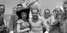1955 7/7 rit 1a Dieppe > De Spanjaard Miguel Poblet maakte deel uit van een kopgroep van een 10-tal renners en wint de spurt. Hij wordt alzo de eerste geletruidrager. Yvette Horner is bloemenmeisje van dienst