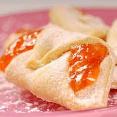 Wonderful to look at and to eat. Apricot Kolache Recipe from Grandmothers Kitchen. Apricot Kolache Recipe, Kolache Cookie Recipe, Kolache Recipe Czech, Just Desserts, Delicious Desserts, Czech Desserts, Yummy Treats, Sweet Treats, Cookie Recipes