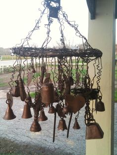Chimes made from barbed wire, hay baling wire.old bells added and odds and ends.Bet this sounds AMAZING! Barb Wire Crafts, Metal Crafts, Sun Catchers, Barbed Wire Art, Crafts To Make, Diy Crafts, Diy Wind Chimes, Deco Originale, Metal Garden Art