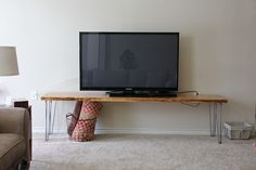 DIY Wood Table with Hairpin Legs - Inspiration for new dinning table.