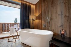 My starting point is the Almmonte Sensum Suites, an inviting and uncomplicated boutique hotel with a clean design located in Wagrain in the Salzburger Land region of Austria. Finnish Sauna, Standing Bath, Bed Springs, Restaurant Guide, Private Room, Silent Night, Wooden Flooring, Clean Design, Perfect Place
