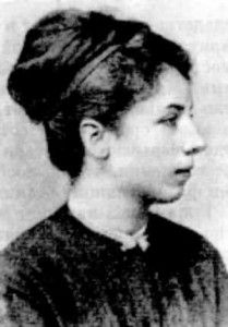 Elisabeth Dmitrieff  In 1868, at the age of 18, she travelled to Switzerland, and co-founded the Russian section of the First International. Delegated to London, she met Karl Marx there, who sent her in March 1871, aged 20, to cover the events of the Commune.