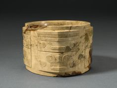 A Chinese Jade Cong,Liangzhu Culture during the Neolithic Period(c. 3300-2200 B.C.)︱中国玉琮,新石器时期良渚文化