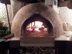 ¡Cómo hacer tu propio horno de barro! Wood Fired Oven, Wood Fired Pizza, Pizza Oven Fireplace, Decorating Tips, Interior Decorating, Brick Bbq, Four A Pizza, Pizza Oven Outdoor, Stove Oven