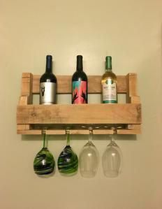 Thanks zwisokydenesik for this post.Topless Wine Rack You are in the right place about DIY Wine Rack over refrigera.Topless Wine Rack You are in the right place about DIY Wine Rack over refrigerator Here we offer you the most beautiful # DIY Hanging Wine Rack, Wine Rack Wall, Wine Glass Rack, Recycled Pallets, Wood Pallets, Pallet Wood, Outdoor Pallet, Diy Pallet Projects, Wood Projects