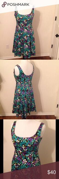 Sz 14 fit & flare floral dress This beautifully constructed dress features: Princess seams & fit and flare silhouette, boning for added structure, purple floral print on a weighty cotton (almost like a polished cotton). 💜 EUC 🌟offers welcome Jones New York Dresses Midi