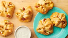 Sweet Hawaiian Chicken Bacon Ranch Crescent Bites These delicious crescent bites prove that you can never go wrong when you combine chicken, bacon and ranch. Grab one before you serve these to your guests—they'll disappear fast! 16 Bars, Crescent Roll Recipes, Chicken Crescent Rolls, Pillsbury Recipes, Hawaiian Chicken, Chicken Bacon Ranch, Appetizer Recipes, Delicious Appetizers, Finger Foods