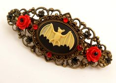 This unusual hair clip is a nice accessory for gothic events. It consists of bronze metal. On the back there is a barrettes mechanics with a width