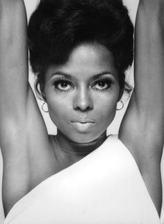 Beautiful actress and singer Diana Ross (African-American, b. Diana Ross, Viejo Hollywood, Old Hollywood, Hollywood Waves, Hollywood Icons, Hollywood Fashion, Classic Hollywood, Divas, Timeless Beauty