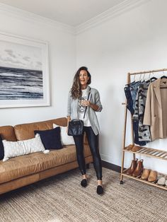9 Ways to Wear a Graphic Tee All Year - goldrush. Blazer Outfits, Fall Outfits, Casual Outfits, Cute Outfits, Stylish Mom Outfits, Graphic Tee Outfits, Graphic Tees, Looks Pinterest, Fall Shirts