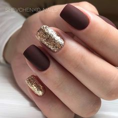 Glam mismatched gold and burgundy nails Burgundy Nails, Red Nails, Hair And Nails, Cute Acrylic Nails, Cute Nails, Pretty Nails, Stylish Nails, Nagel Gel, Perfect Nails