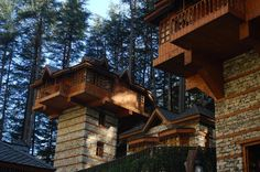 Where to Stay High-up in the Jungle in a 'Tree House' in India: The Himalayan Village, Kasol, Himachal Pradesh Beautiful Sites, Beautiful Places, Amazing Places, Kasol Himachal Pradesh, Eco Architecture, Amazing Architecture, Cool Tree Houses, Unique Buildings, Mountain Resort