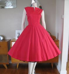 Round She Goes - Market Place - Vintage 50s red dress