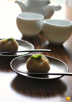"Japanese Wagashi Cake ""Kuri Kinton"", Creamy mashed sweet potatoes with candied chestnuts"