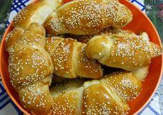 Virslis kifli recept foto Pretzel Bites, Bagel, Bread, Baking, Food, Hungarian Recipes, Brot, Bakken, Essen