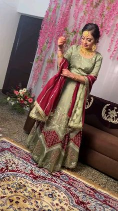 Embroidery Suits Punjabi, Hand Embroidery Dress, Embroidery Suits Design, Indian Bridal Outfits, Indian Fashion Dresses, Indian Wedding Outfits, Beautiful Girl Dance, Beautiful Suit, Indian Bridal Lehenga