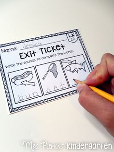 If you thought exit tickets were just for the older grades, check out these AMAZING primary common core exit tickets for ELA. Even if you& never used exit tickets, these are SO quick and easy to use! Kindergarten Assessment, Kindergarten Language Arts, Formative Assessment, Kindergarten Literacy, Literacy Activities, Literacy Centres, Student Teaching, Teaching Reading, Teaching Ideas