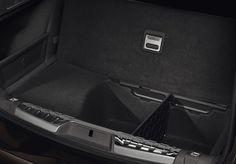 I bagageutrymmet på Peugeot 508 SW kan golvet vikas så att du lätt kommer åt ännu mer förvaringsutrymme.
