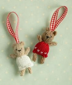 Free knitting pattern for Christmas Tree Bears - Tiny ornaments designed by Julie at Little Cotton Rabbits. Knitted Christmas Decorations, Knit Christmas Ornaments, Christmas Toys, Christmas Knitting, Christmas Stockings, Holiday Decorations, Stocking Ornaments, Mini Stockings, Christmas Patterns