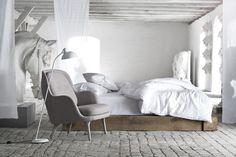Fri is the new armchair designed by Spanish designer Jaime Hayon for Danish furniture company Republic of Fritz Hansen.