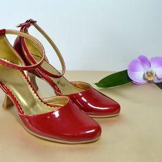 Farebné svadobné topánky - Barevné svatební boty, colour wedding shoes, červená, red Platform, Humor, Heels, Fashion, Heel, Moda, Fashion Styles, Humour, Funny Photos