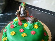#madagascar #king #julien #flowers #grass #cake #crown