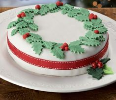 Make yourself a classic Christmas cake, then get decorating with traditional decorations. Cake decorating beginners relax, you can get this done in 30 mins!