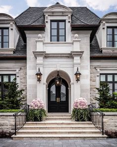 Ein historisches Sommerhaus in San Francisco voller Familiengeschichte - dream house luxury home house rooms bedroom furniture home bathroom home modern homes interior penthouse Dream Home Design, My Dream Home, Dream Homes, Dream Mansion, Style At Home, Design Exterior, Exterior Colors, Exterior Homes, Siding Colors