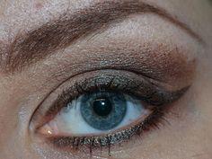 AMU 12 Benutzte Produkte: Artdeco Eyeshadow Base Manhattan Mat Effect Eyeshadow: Mat Ivory MAC Eyeshadow: Club Essence Multi Action False Lashes Mascara Mehr dazu findet ihr auf meinem Blog unter: http://mrsdalda.de/2012/11/geschminktes-amu-vom-9-november-2012/